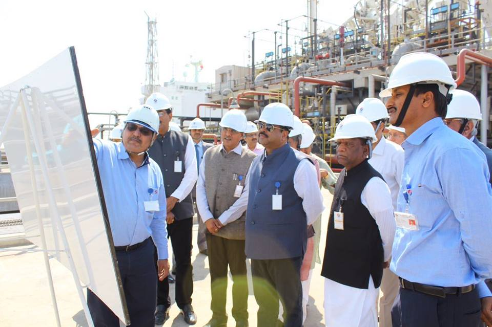 Hon'ble MoS(I/C) PNG Visited LNG Vessel 'Aseem' at Dahej on 27th Feb'17 along with the Hon'ble MoS RTHS, Chemicals & fertilizers.