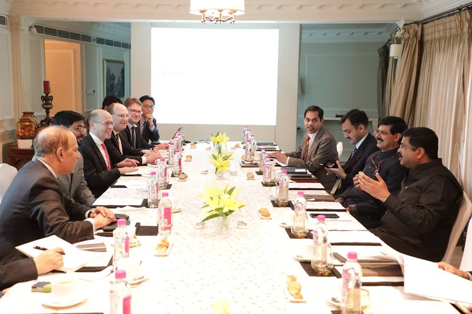 Hon'ble MoS(I/C) PNG having an interactive session with Global Energy Experts from IHS Markit on 06th Feb'17