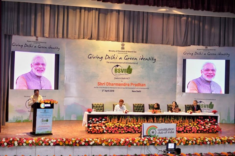 Hon'ble Union Minister of P&NG and SD&E delivering the keynote address at the function organized at Constitution Club, New Delhi on 2nd April'18 to mark the advance roll out of  BS-VI fuels in Delhi