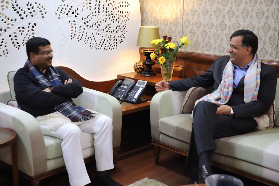 Union Minister of P&NG and SD&E Shri Dharmendra Pradhan discussed various Oil & Gas Projects including Biofuels and Waste-to-fuels projects in Uttar Pradesh with the Minister of Industrial Development, Govt of UP, Shri Satish Mahana on 11th Jan'18 at New Delhi