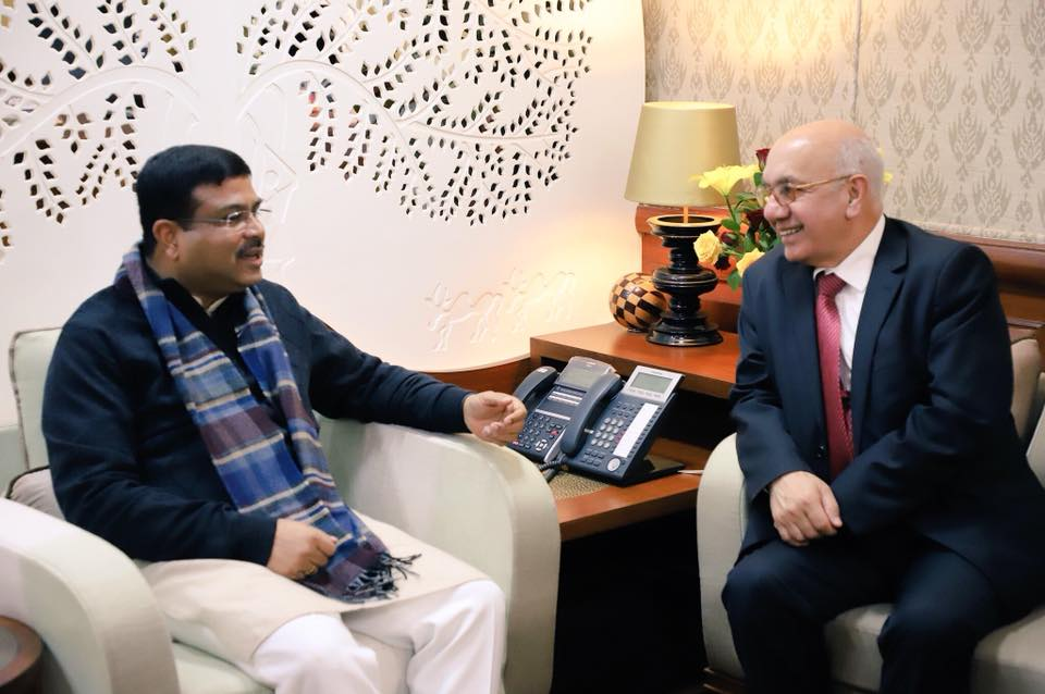 Union Minister of P&NG and SD&E Shri Dharmendra Pradhan had a cordial discussion on several topics with Member of Parliament, Ealing Southall, United Kingdom, Shri Virendra Sharma on 11th Jan'18 at New Delhi