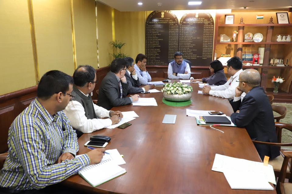 Union Minister of P&NG and SD&E Shri Dharmendra Pradhan held a discussion with Smt Sunita Narain at New Delhi on 14th Nov'17 on various steps being taken by MoPNG on drive for Clean Fuel and developing Gas Economy in the country.