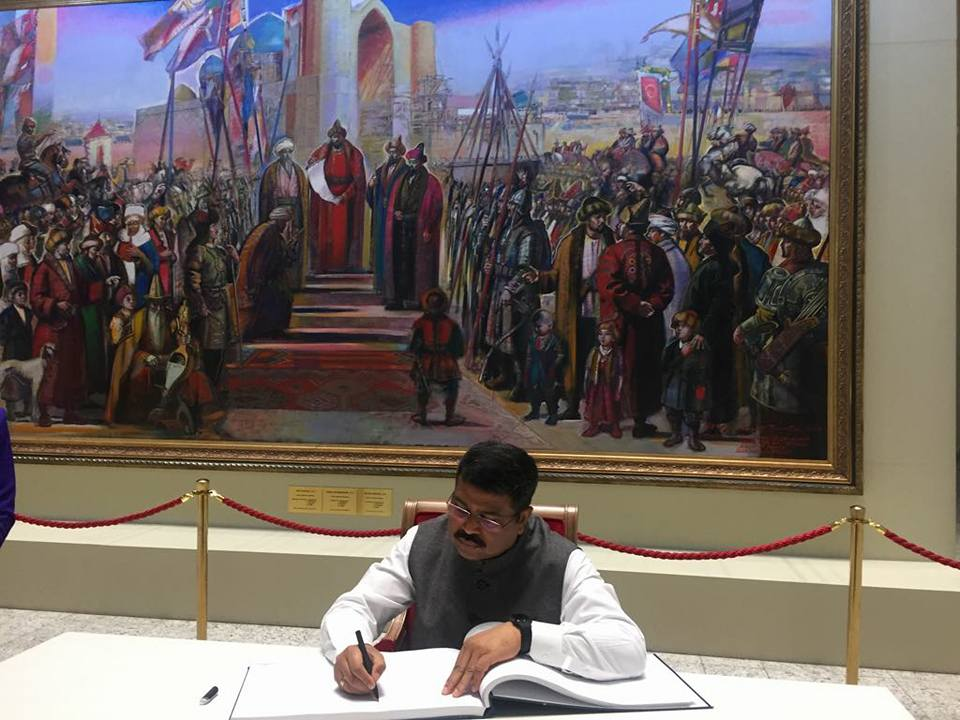 Union Minister of P&NG and SD&E signing the visitor's book at National Museum of the Republic of Kazakhstan at Astana on 20th Sept'17