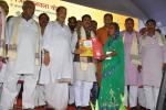 Hon'ble MoS(I/C) PNG and Hon'ble Agriculture Minister distributing LPG connections under PMUjjwalaYojna to BPL Women at Motihari on 31st July'16