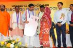 Hon'ble MoS(I/C) PNG along with Hon'ble Minister of Tribal Affairs distributing LPG connections to BPL women on 20th June'16 during the inauguration of PMUjjwalaYojna at Sambalpur
