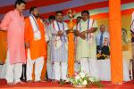 Hon'ble MoS(I/C) PNG along with Hon'ble Minister of Tribal Affairs during the inauguration of PMUjjwalaYojna at Sambalpur on 20th June'16.
