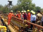 Hon'ble MoS(I/C) PNG at an ONGC development Rig & group gathering station at Geleki,Assam on 16th Apr'15.