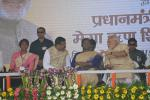 Hon'ble PM, Hon'ble Governor of Jharkhand and Hon'ble MoS(I/C) PNG during the inauguration of Mega Credit Camp under Pradhan Mantri Mudra Yojana by Hon'ble Prime Minister at Dumka on 02nd Oct'15.