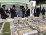 Hon'ble MoS(I/C) PNG inspecting the pavilions at Annual Investment Meet of Dubai on 11th Apr'16.
