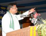 Hon'ble MoS(I/C) PNG addressing the farmers in the Krushi Mela organised in the CRRI campus at Bidyadharpur, Cuttack on 09th May'16.