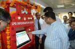 Hon'ble MoS(I/C) PNG during the inauguration of a Touch-screen LPG Information Kiosk at Shastri Bhawan, New Delhi on 07th Apr'16.