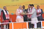 Hon'ble MoS(I/C) PNG presenting a memento to Hon'ble PM at the conclusion of the dedication to the nation ceremony of BCPL Petrochemical Complex at Dibrugarh, Assam on 5th Feb'16.