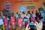 Hon'ble MoS(I/C) PNG with the beneficiaries of ‎PMUjjwalaYojana‬ scheme at Ranchi on 19th Oct'16