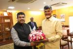 Hon'ble MoS(I/C) PNG receiving Hon'ble CM Andhra Pradesh on 25th Jul'17