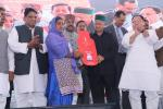 Hon'ble CM HP distributed LPG connections to BPL women as part of the state wide launch of PMUjjwalaYojna in Himachal Pradesh at Solan on 08th June'17