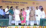 Shri Dharmendra Pradhan distributed the free LPG connections to poor women on June 01, 2017
