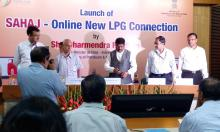 "Hon'ble MoS(I/C) PNG launching ""Sahaj"" - On line release of new LPG connections in 12 Cities of India, at New Delhi on 30th Aug, 2015."