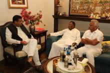 Hon'ble Union Minister of P&NG and SD&E received Hon'ble CM Puducherry  at New Delhi on 6th March'18. They discussed about the prospect of setting up City Gas Distribution Network in various parts of the Union Territory to provide uninterrupted supply of PNG & CNG
